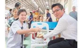 สืบสานประเพณีสงกรานต์-โรงเรียนดรุณากาญจนบุรี