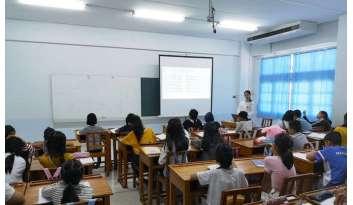 เสริมศักยภาพการสื่อสารภาษาจีนและภาษาอังกฤษของนักเรียน