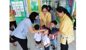 หยอดวัคซีนป้องกันโรคระบาดโปลิโอ-เด็กอนุบาล