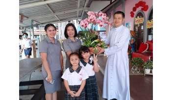 ดรุณากาญจนบุรีแสดงความยินดีโอกาสฉลอง-50-ปี-โรงเรียนธีรศาสตร์