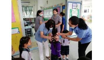 การหยอดวัคซีนป้องกันโรคโปลิโอ-โรงเรียนดรุณากาญจนบุรี