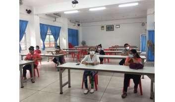 ประชุมผู้ประกอบการร้านค้าและผู้ประกอบการรถรับส่งนักเรียน